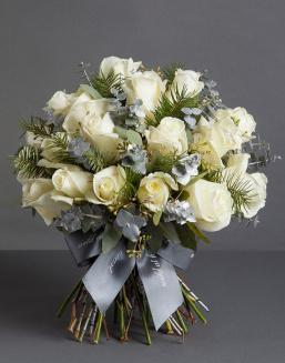 Chic white bouquet | 25 flowers