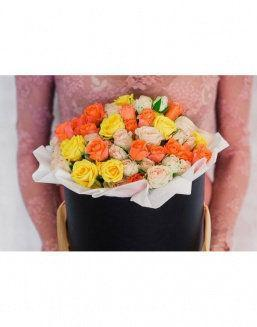 Bright - a mix of roses in a decorative box | 101 flowers flowers