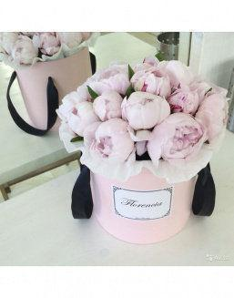 Peonies in a pink round box | Flowers to girlfriend flowers